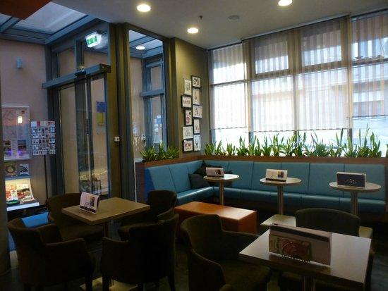 Bo18 Hotel Superior: Zona de espera en recepción