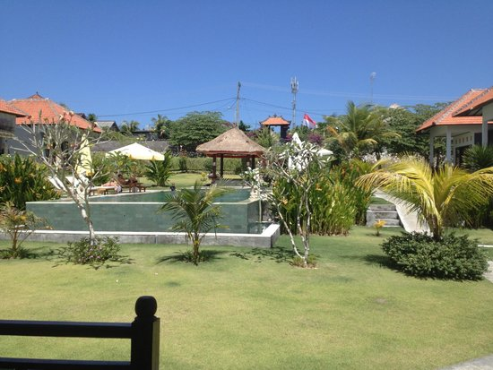 Bali Bule Homestay: Looking out from the deck