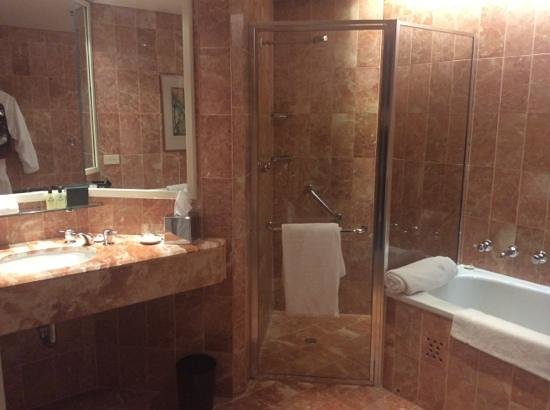 InterContinental Adelaide: bathroom