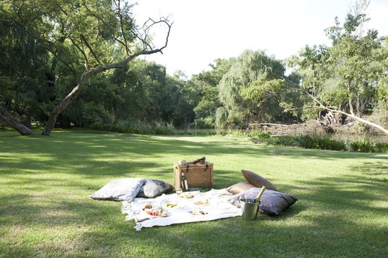 Valley Lodge & Spa: Picnic on riverfront