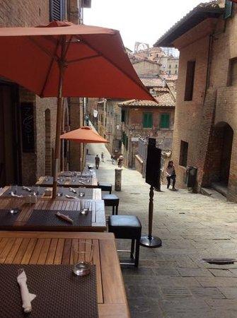 Zest Ristorante & Winebar : mesas externas