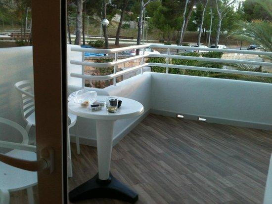 FERGUS Style Cala Blanca Suites: балкон в номере