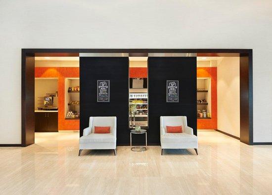 Hyatt Place Dubai / Al Rigga : 24/7 Gallery Market