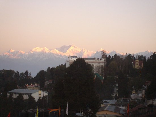 Darjeeling Planters Club: Sunrise from Club Dec 2006