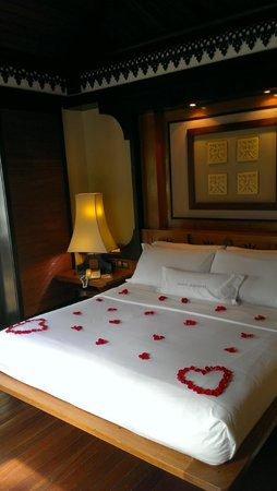 Pangkor Laut Resort : Rooms are decorated with rose petals