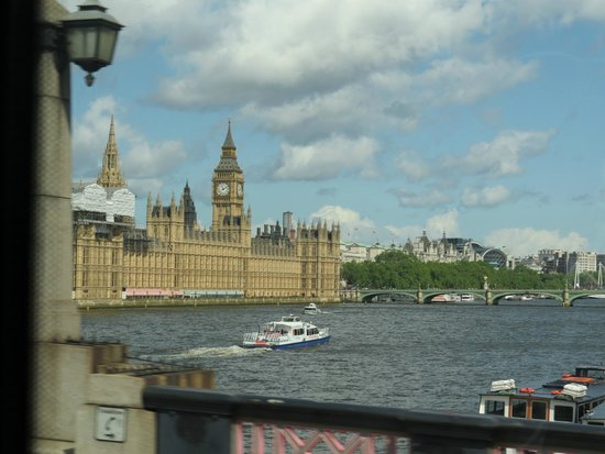 Cámaras del Parlamento: the houses of parliament