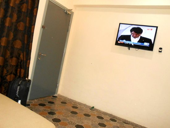 Mayview Glory Hotel: few cable tv option