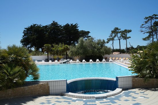 Camping Les Grenettes: La superbe piscine