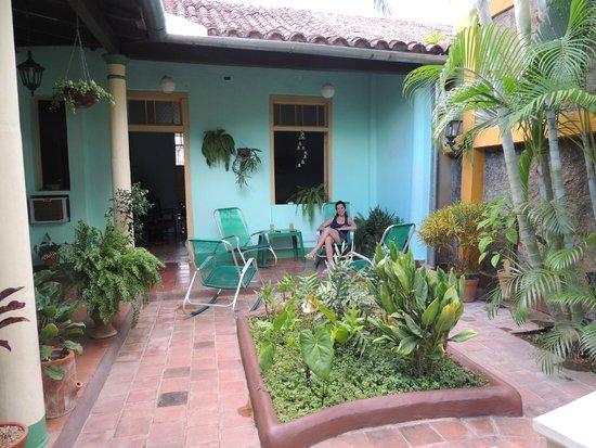 Hostal Buen Viaje: El precioso patio!!