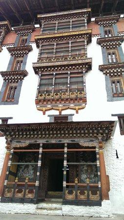 Punakha Dzong: intricate workmanship