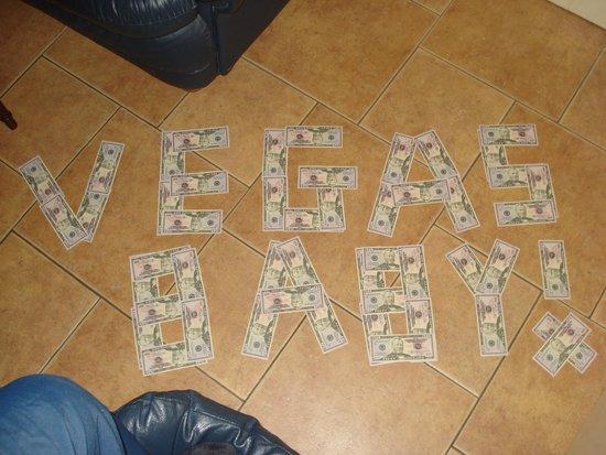 Luxor Hotel & Casino: Vegas baby!!