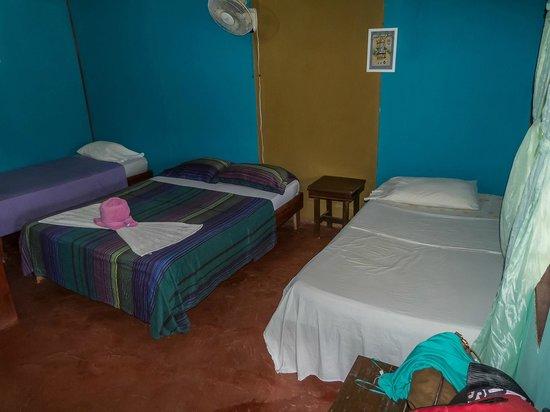 Cabinas El Icaco Tortuguero: habitación triple