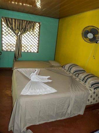 Cabinas El Icaco Tortuguero: Habitacion triple