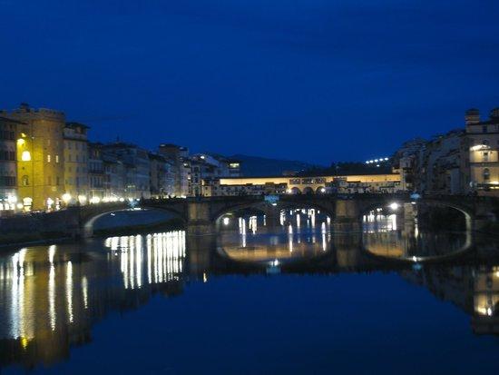 Ristorante Pizzeria Le Antiche Carrozze : View of Ponte Vecchio from Ponte Santa Trinita