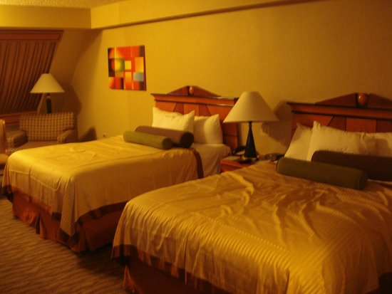 Luxor Las Vegas: Pyramid Deluxe room