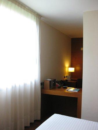 Acevi Villarroel: Habitación