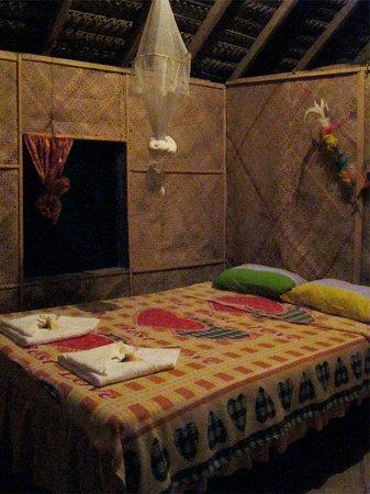 Tanna Iwaru Beach Bungalows: inside bungalow