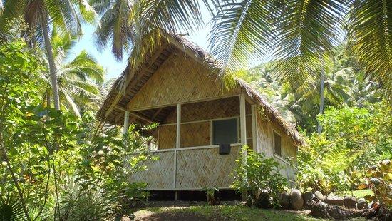 Tanna Iwaru Beach Bungalows: outside bungalow