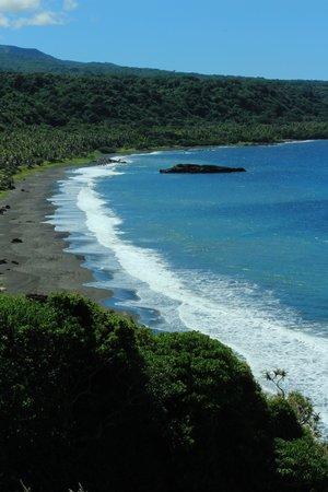 Tanna Iwaru Beach Bungalows: beach view from hills