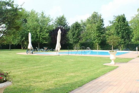 Ca Rocca Relais: La grande piscina esterna