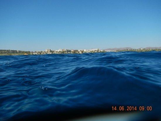 Brayka Bay Reef Resort: вид с моря