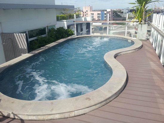At Mind Executive Suites: Rooftop pool