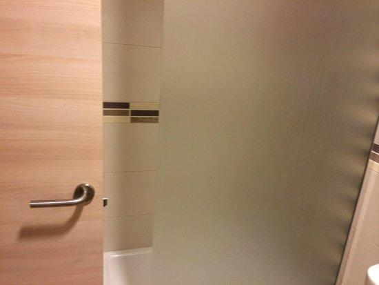 Invisa Hotel Club Cala Blanca : Rummet