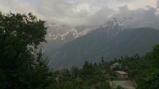 Chini Bungalow: View of the Kinner Kailash