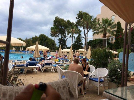 Invisa Hotel Club Cala Blanca: Poolen