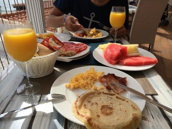 Invisa Hotel Club Cala Blanca : Frukost