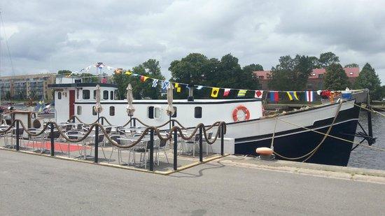 MS Sunshine : Restaurangbåten förtöjd, Strandgatan 1