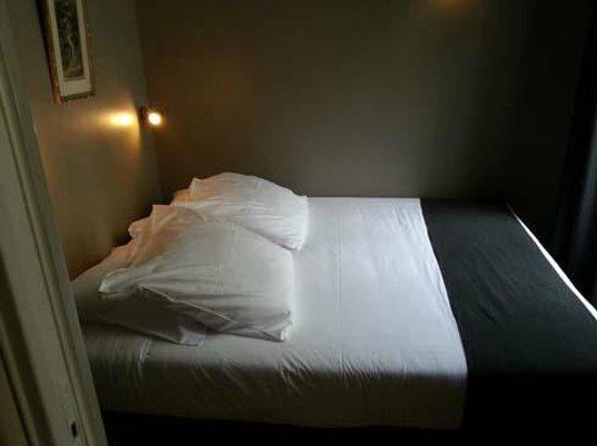 Suites & Hôtel Helzear Champs-Elysées: Bedroom