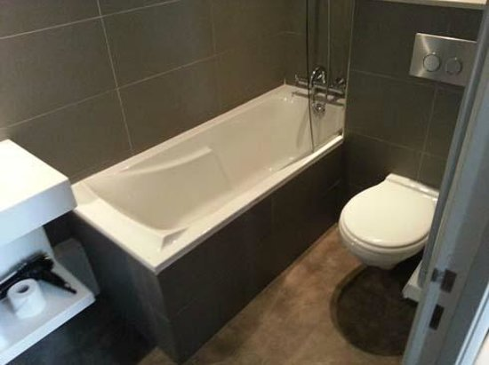 Suites & Hôtel Helzear Champs-Elysées: Bathroom