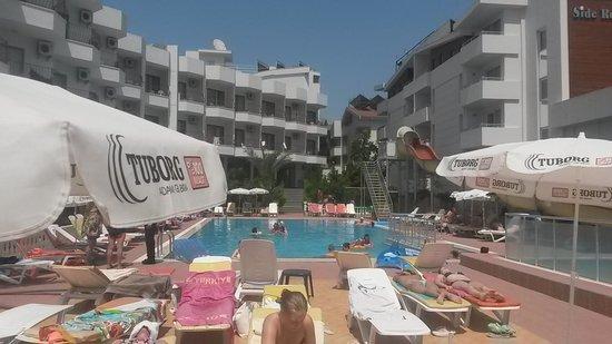 Oz Side Hotel: Pool shot