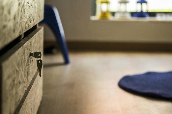 Inn Houzz: cadeados nas gavetas individuais quartos de beliches