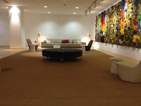 Barcelo Bilbao Nervion: lobby