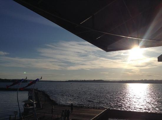 Bin on the Lake Wine Bar & Restaurant: Vue de ma table en terrasse