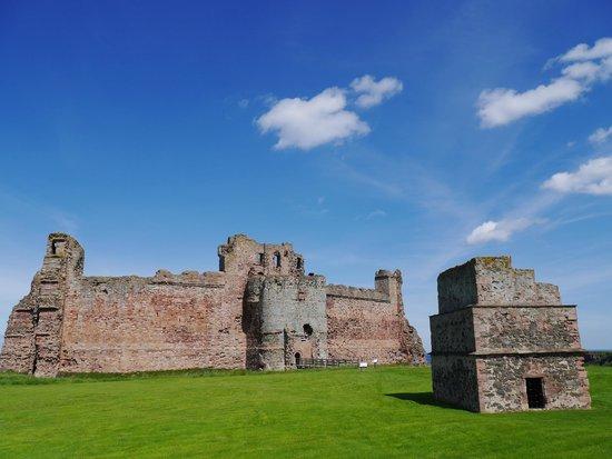 Dovecot and Tantallon Castle