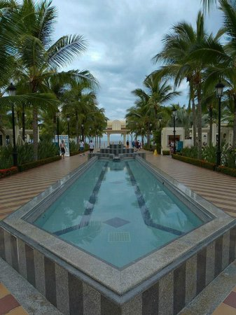 Hotel Riu Vallarta: View to beach area