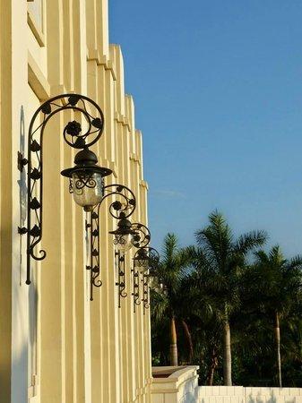 Hotel Riu Vallarta: Front Drive