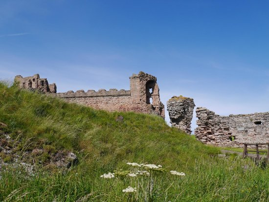 Tantallon Castle: Outer gate from ditch