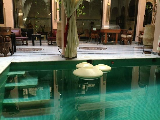 Riad Dar Anika : Swimming pool can be used 24 hours.