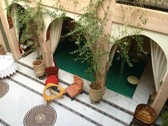 Riad Dar Anika: Lounge and pool