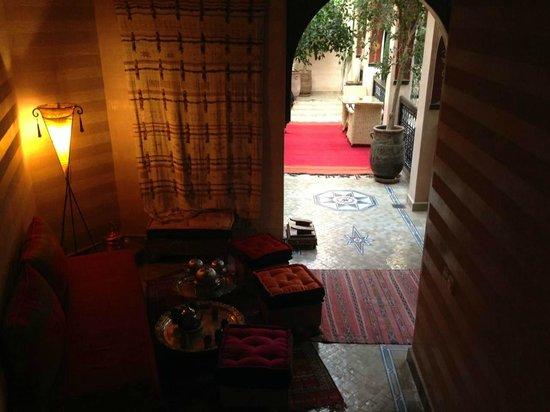 Riad Dar Anika: First floor lounge.