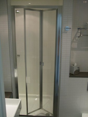 Doubletree by Hilton Hotel Leeds City Centre : Time for a shower
