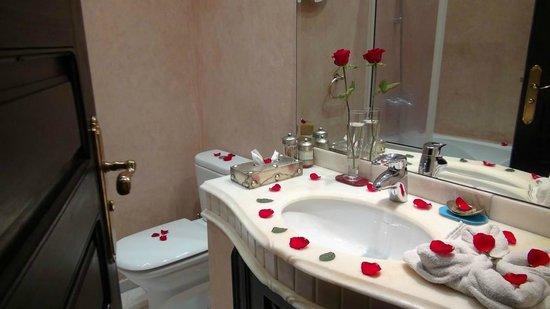 Riad Dar Anika: Bathroom