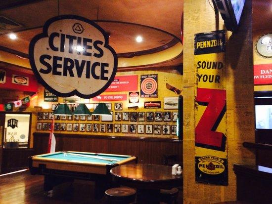 Amari Don Muang Airport Bangkok: Henry J Beans Bar & Grill