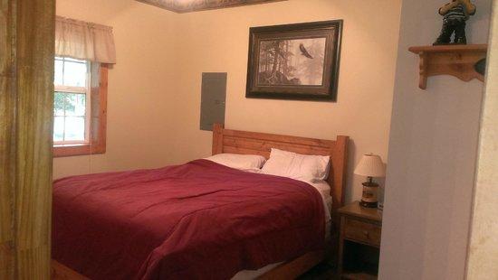 Willowbrook Cabins: Master bedroom