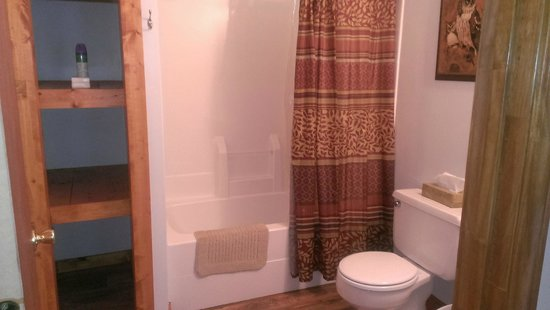 Willowbrook Cabins: Bathroom