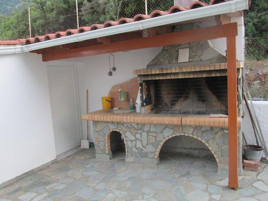 Travlos Studios: barbecue